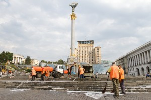 Utility provider employees clean up Kiev city center before