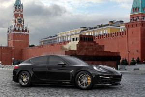 Moscow-Kremlin-Porsche-Panamera-Stingray-GTR