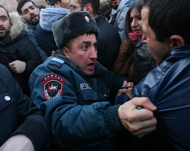 revolta armenia