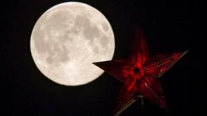 stea Kremlin si Luna