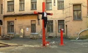 putin crucificat