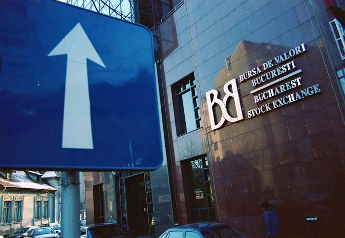 Bursa de Valori Bucuresti a consemnat in prima parte a sedintei de joi o crestere de 5%, dupa reculul consemnat in ultimele doua zile, determinat de anuntul privind majorarea impozitului pe veniturile obtinute pe piata de capital, la 10%.