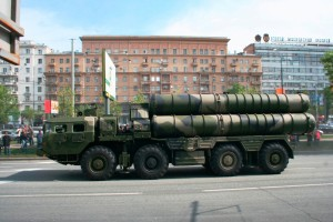 Side_view_of_a_S-300_launcher